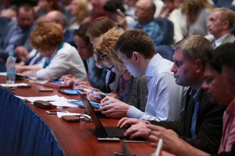 когда не проводятся заседания собраний акционеров
